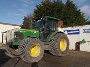 JD 5820 Fitted with 850/50R30.5 & 710/45R22.5 Michelin Cargo X Bib
